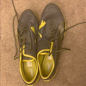 Barely worn Size 13 men's Puma running shoes